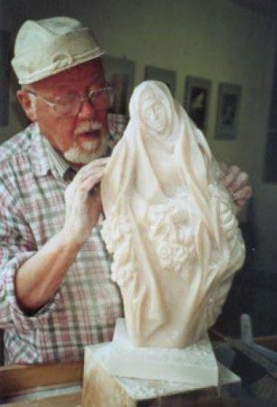 Rudolf Petersen bei der Gestaltung von Flora, März 2001